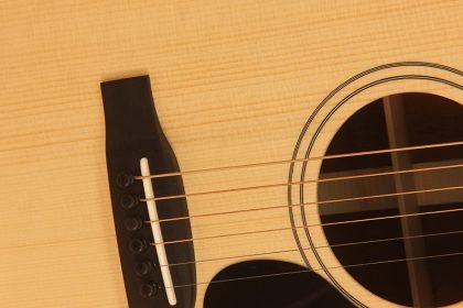 slope shoulder guitar